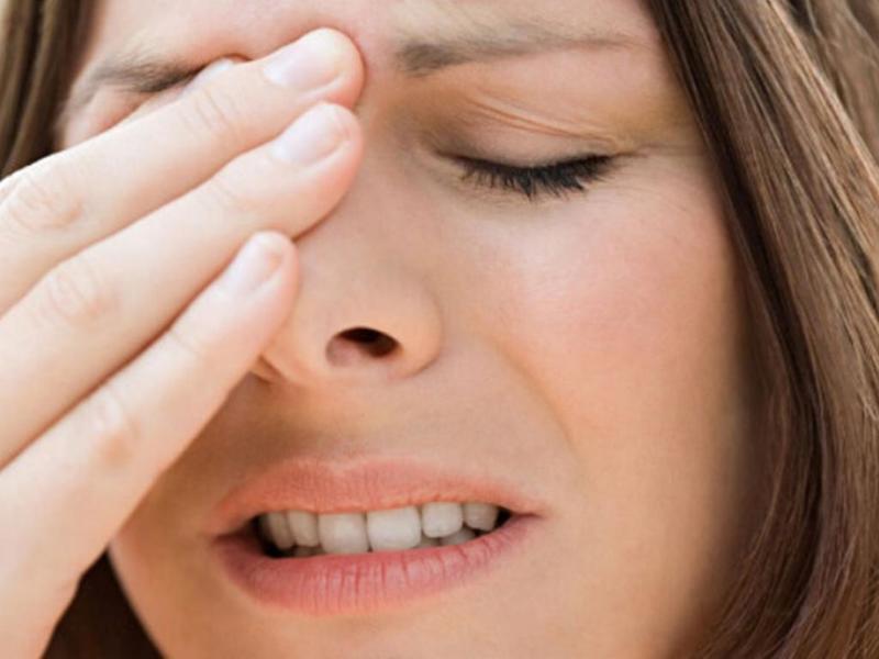 صورة الم العين اليسرى مع صداع , اسباب الشعور بصداع بالعين اليسرى