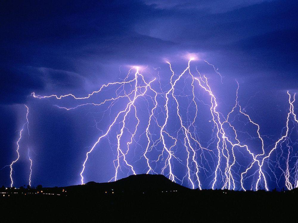 صورة ما هو صوت الرعد , لم اكن اعرف انه هو نفسه البرق