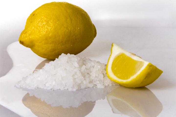 صورة فوائد ملح الليمون لتبييض , احصلى على بشره نقيه بيضاء كالثلج فى لحظات