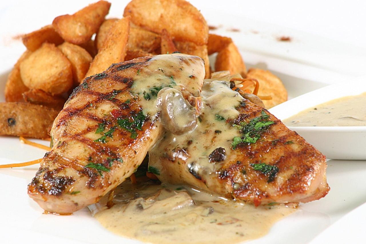 صورة اعملي لاولادك اطعم ستيك في البيت بالتتبيلة السهلة دي , طريقة عمل ستيك الدجاج